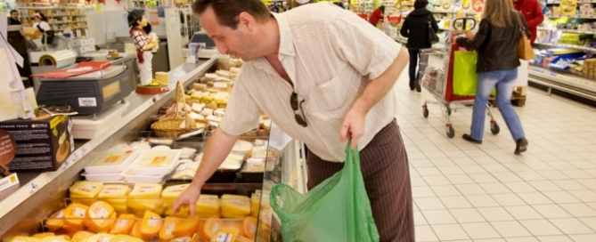 French supermarkets food waste law