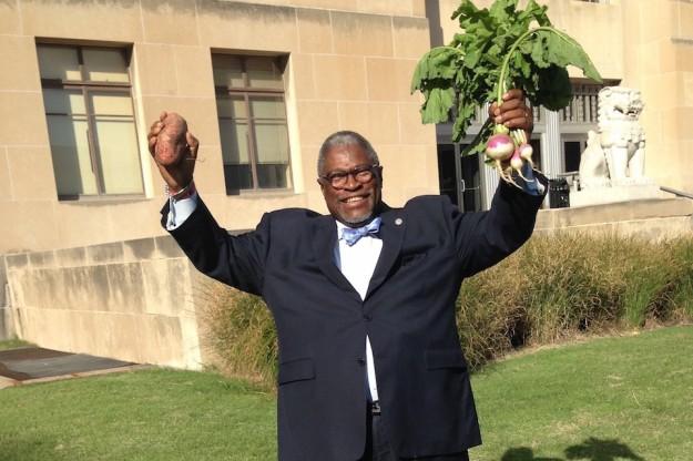 Mayor James raising the root