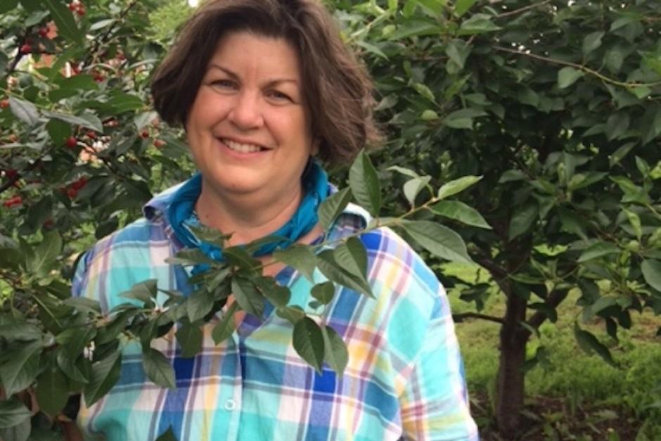 Teresa Kelly gleaning mulberries
